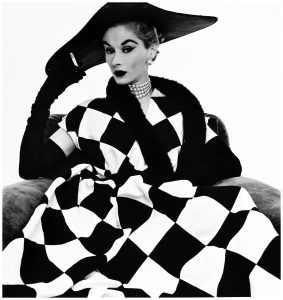 woman-harlequin-dress-lisa-fonssagrives-1950-irving-pennb