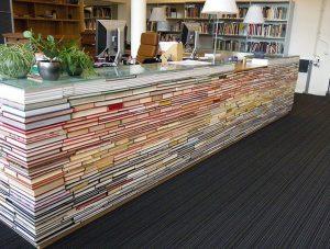 ce-bureau-est-fabrique-avec-des-livres_40109_wide