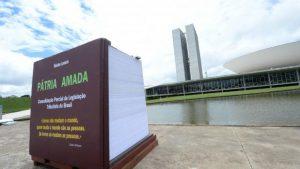 un-livre-de-7-tonnes-contre-la-pesanteur-de-la-bureaucratie