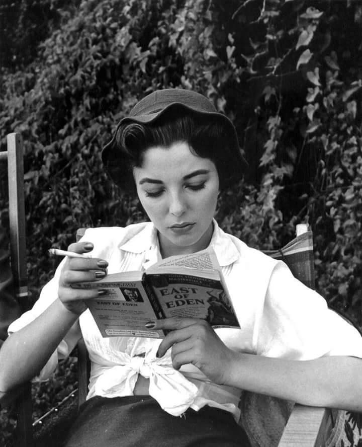 Elisabeth Taylor adore lire